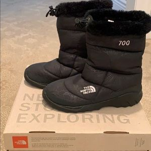 North Face women's black snow booties